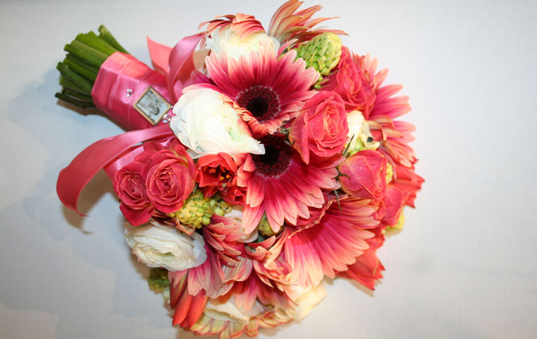 Stunning dusty pink bouquet with gerbera and roses and a hint of white with