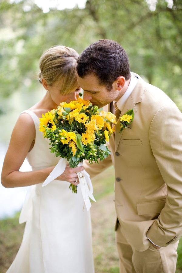 Just beautiful yellow bridal bouquet with sunflowers