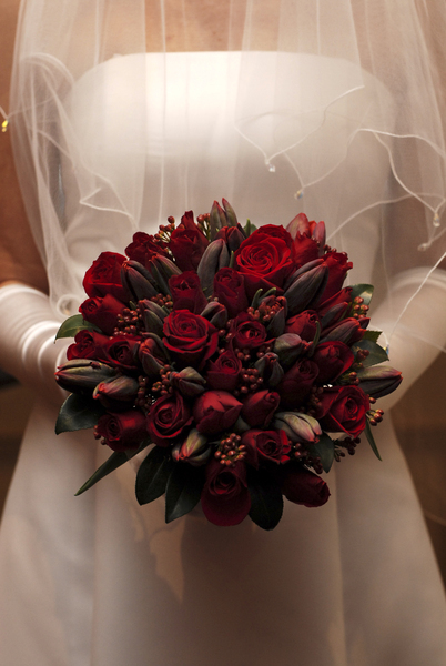red roses and tulips bouquet
