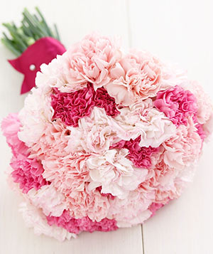 carnations pink bouquet