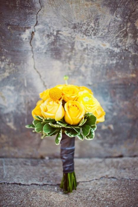 yellow roses bouquet wedding