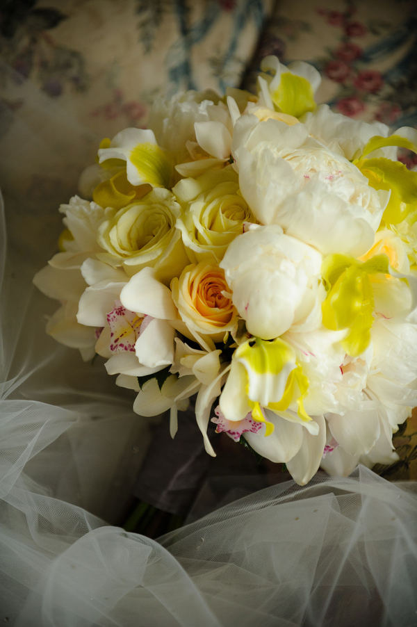 yellow white bouquet