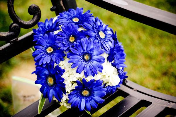 blue daisy bouquet