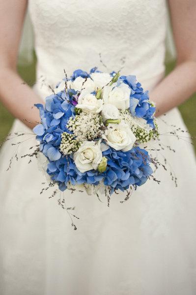 blue-white-wedding-bouquet