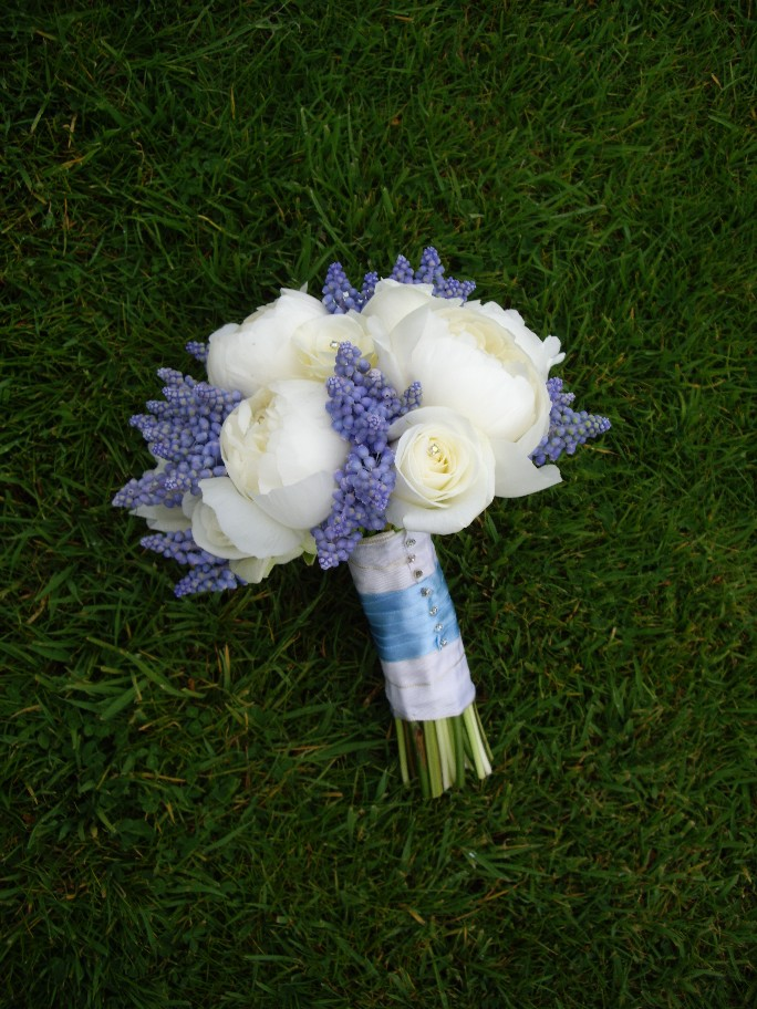 peony-and-muscari-bouquet