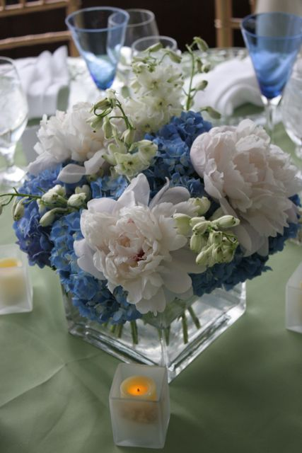Hydrangea and peony centerpieces bouquet wedding flower - Blue and white centerpieces ...