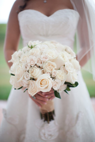 White Rose Wedding Bouquet Embody Purity Innocence And Romance Styles Come Go But Never Goes Out Of Style Its A Classic