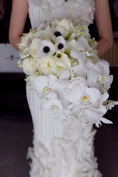 white bride's bouquet cascading