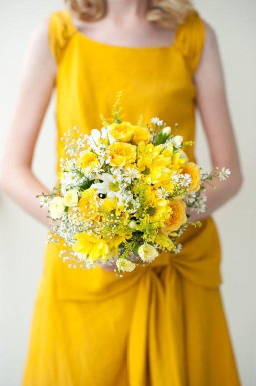 Yellow bouquet for the bridemaid