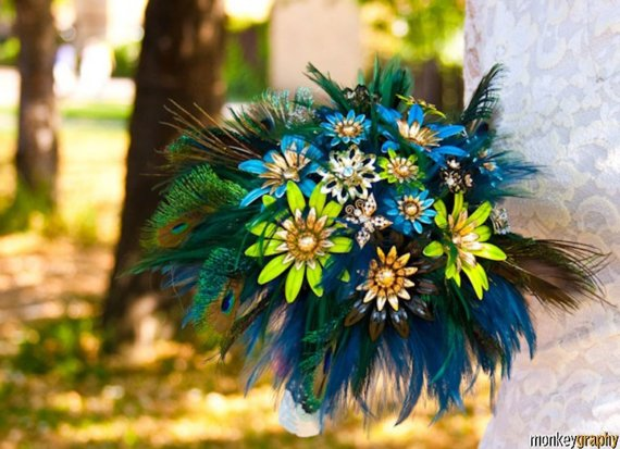 peacock-brooch-bouquet