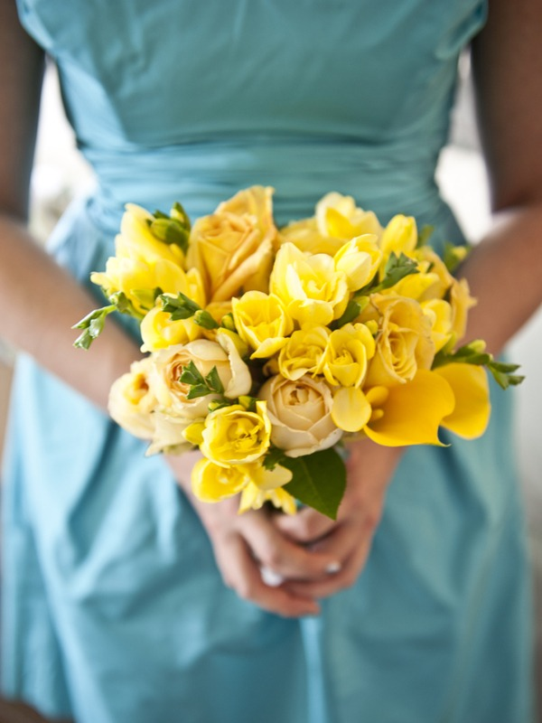 yellow flowers for the bridesmaids