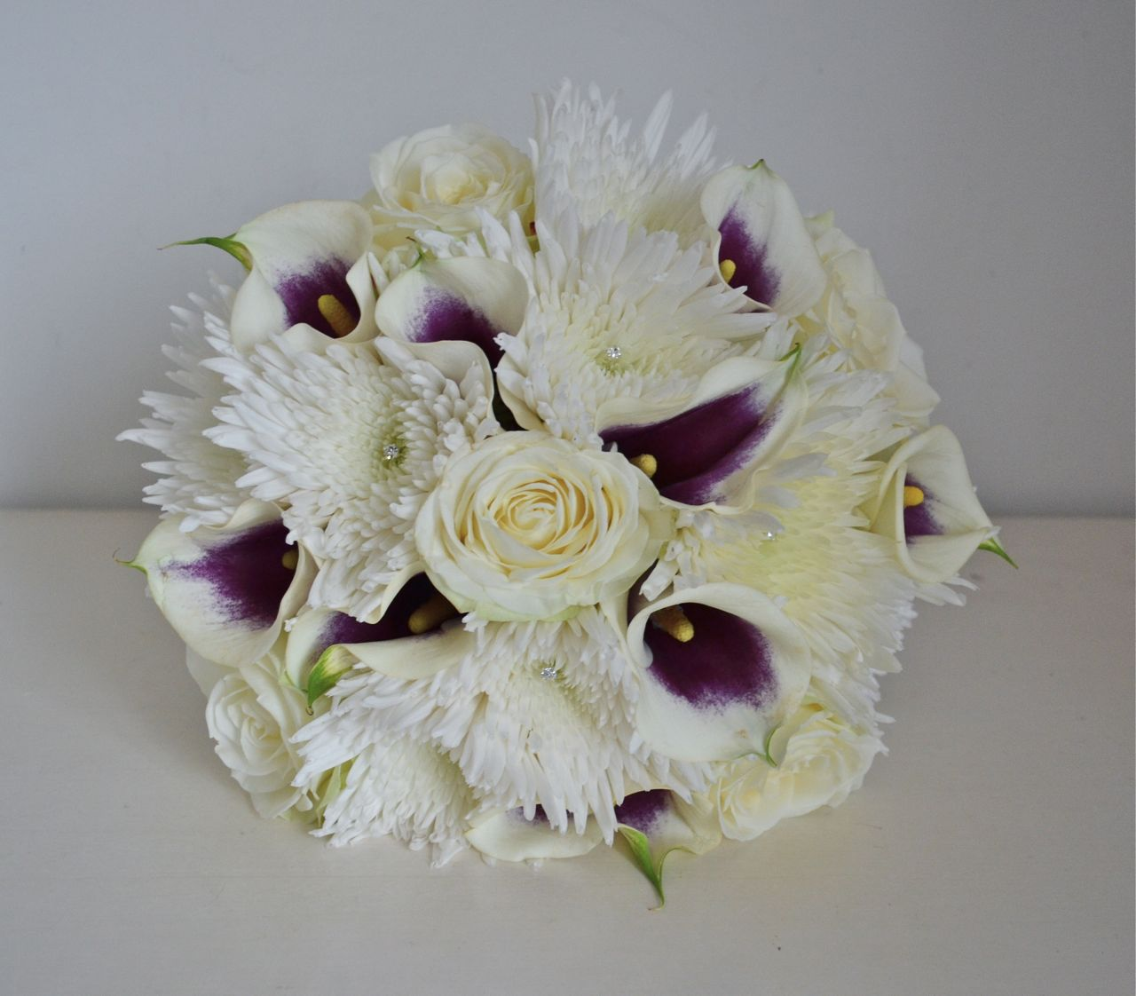 Spider chrysanthemums and callas bouquet bouquet wedding for One flower bridal bouquet