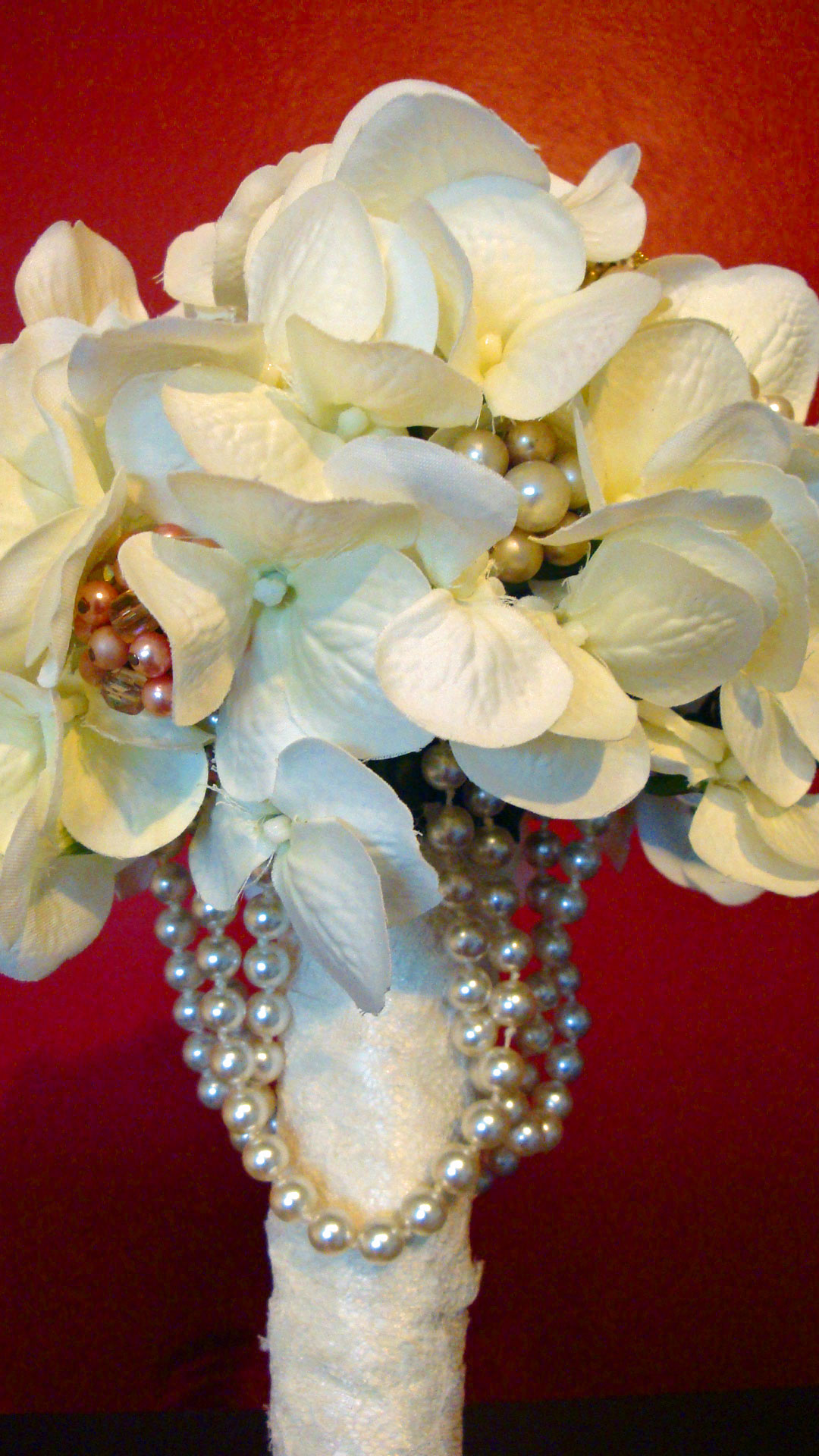 Silk hydrangea flowers and cintage jewelry bouquet with pearl draping