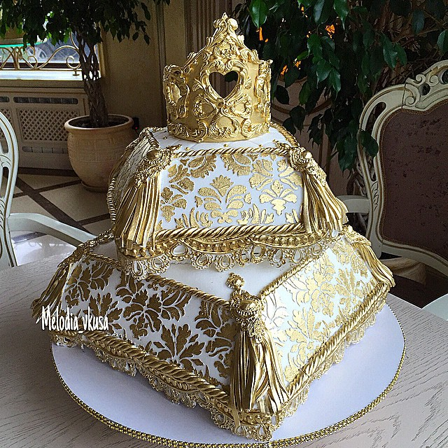 Gold Crown and Cushion Wedding Cake