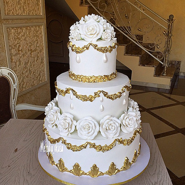 Traditional White and Gold Wedding Cake - Bouquet Wedding Flower