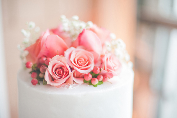 coral roses on a cake