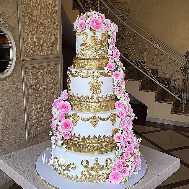 Gold and pink traditional wedding cake