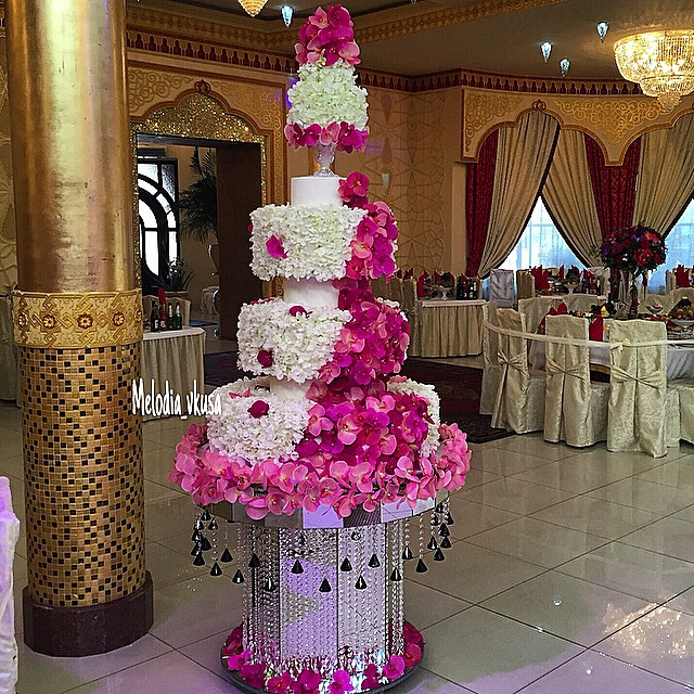 orchid petal wedding cake in pink and white 1