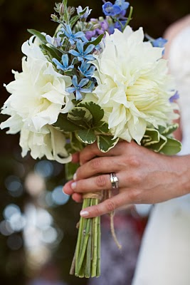 Wedding Bouquets with Dahlias in White and blue