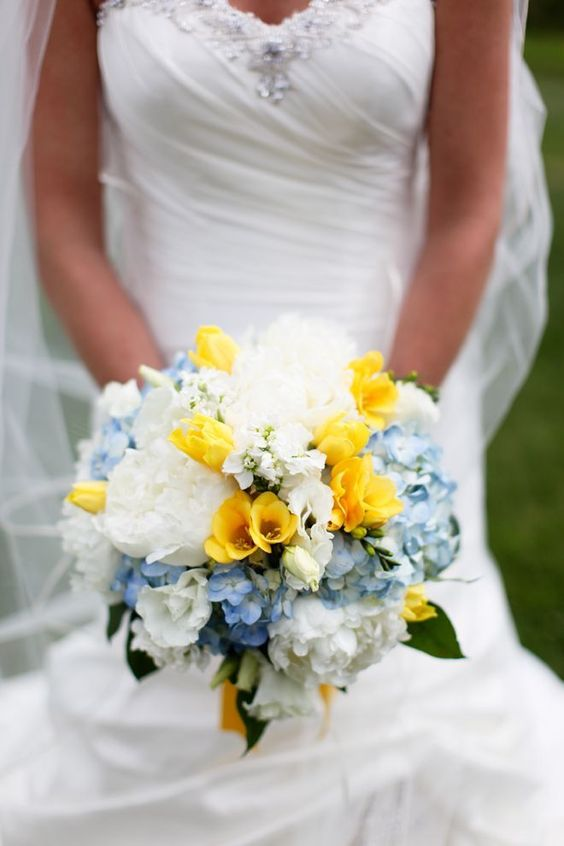 yellow blue bridal bouquet ideas 1